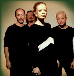 Garbage Biography Discography Music News On 100 XR